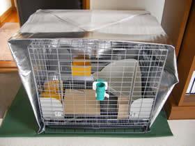 ケージを包むアルミ断熱シート